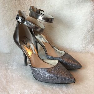 Michel Kors Silver Pumps